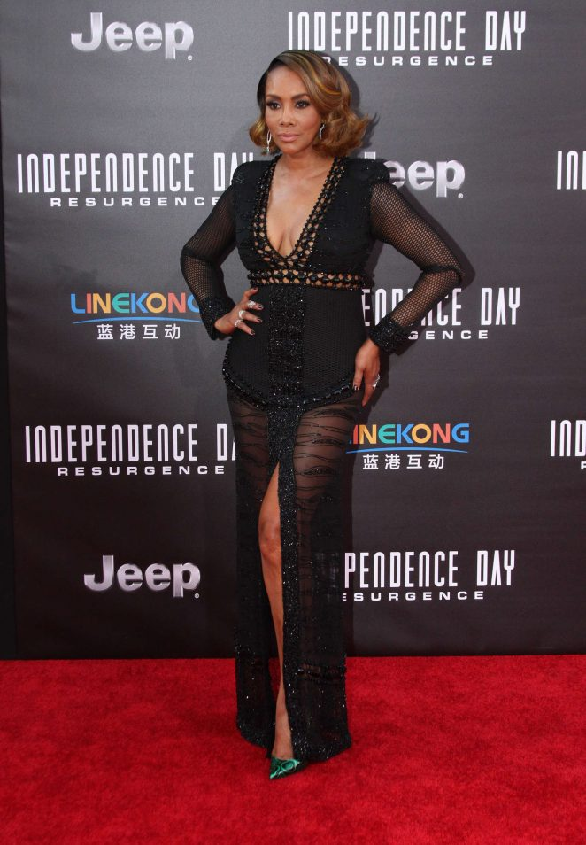 Vivica-A.-Fox--Independence-Day-Resurgence-LA-Premiere--01-662x954