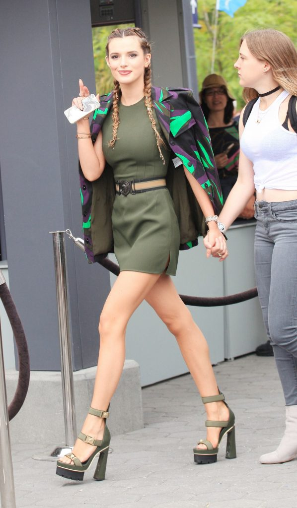 bella-thorne-in-tiny-mini-skirt-and-huge-heels-on-the-set-of-extra-in-la-6-7-2016-12