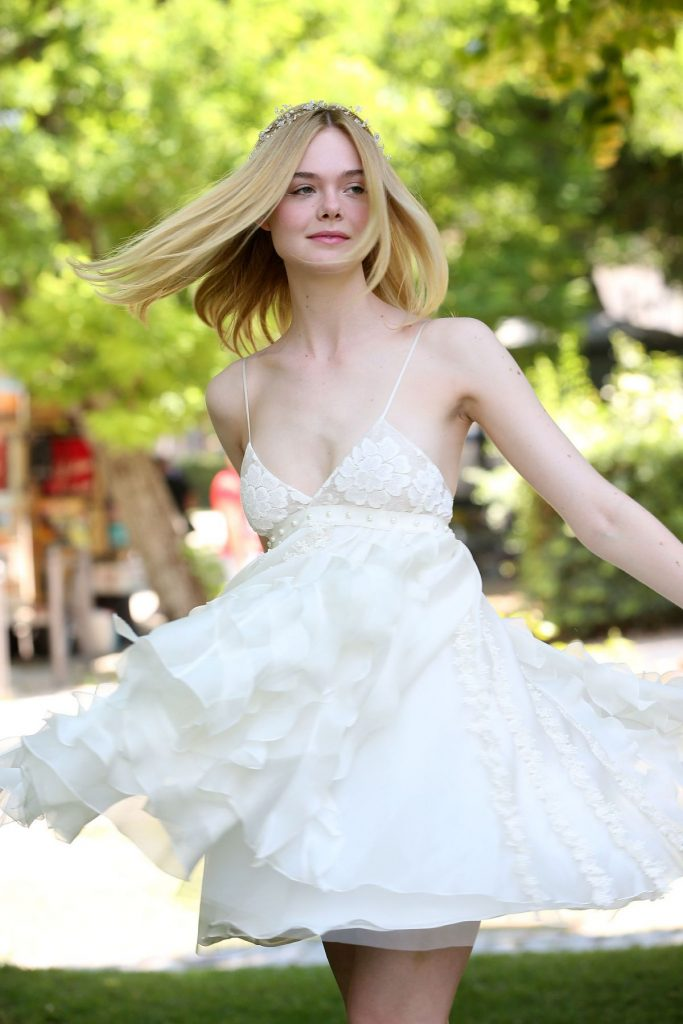 elle-fanning-at-the-neon-demon-photocall-in-rome-06-06-2016_1