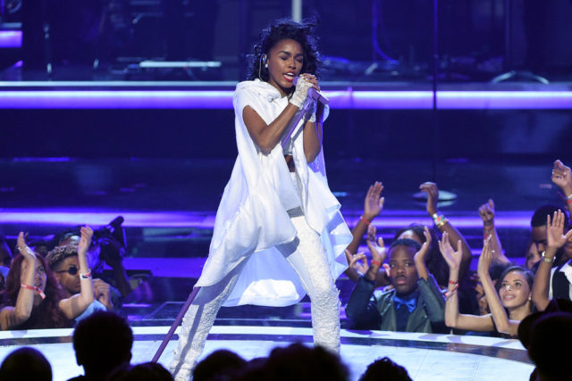 janelle-monae-performing-prince-tribute