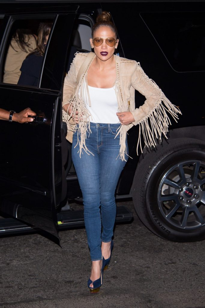 jennifer-lopez-in-tight-jeans-out-in-new-york-city-june-2016-1