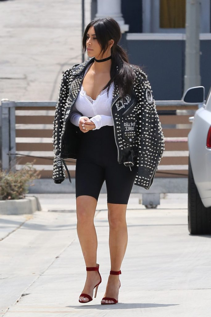 kim-kardashian-casual-chic-outfit-heads-to-the-studio-santa-monica-5-31-2016-10