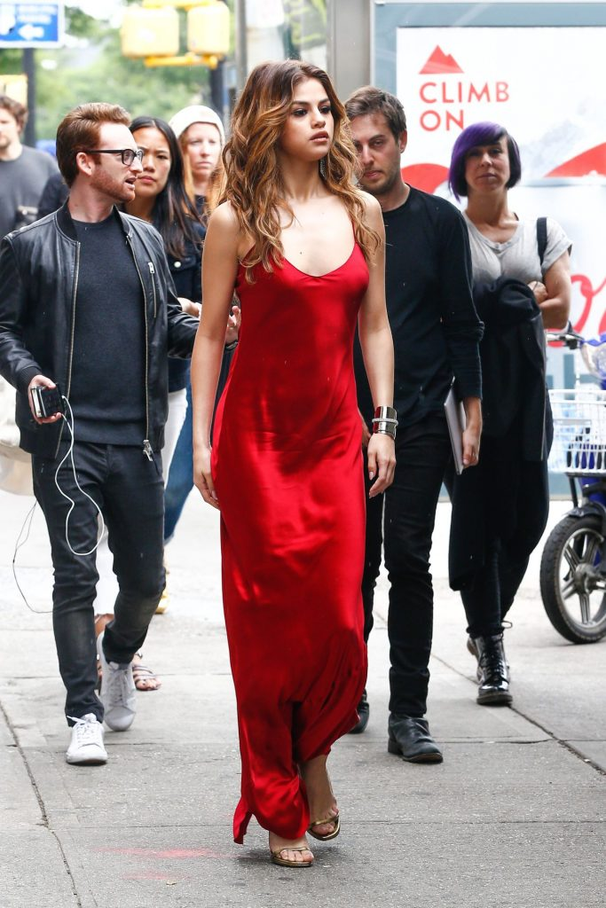 selena-gomez-fashion-star-out-in-nyc-6-3-2016-3