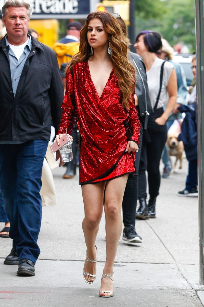 selena-gomez-fashion-star-out-in-nyc-6-3-2016-32