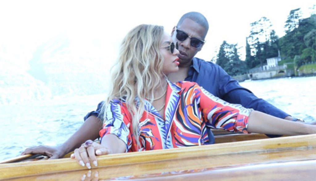 1-Beyonce-Wears-Emilio-Pucci-Fall-2016-Red-Purple-and-Blue-Printed-Shirt-and-Pants-While-In-Paris