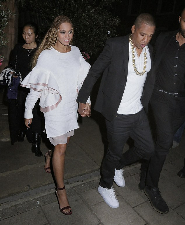 beyonce-celebrates-with-jayz-after-wembley-stadium-show