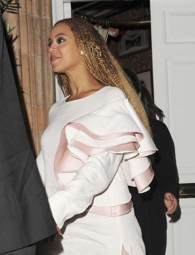 Beyonce-Leaving-Harrys-Bar--