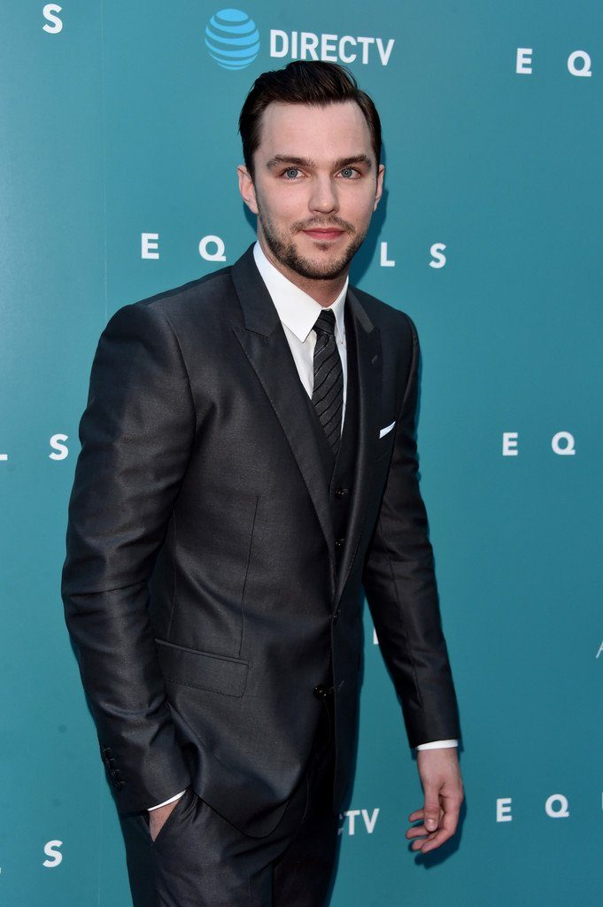 nicholas-hoult-in-dolce-and-gabbana-at-equals-la-premiere