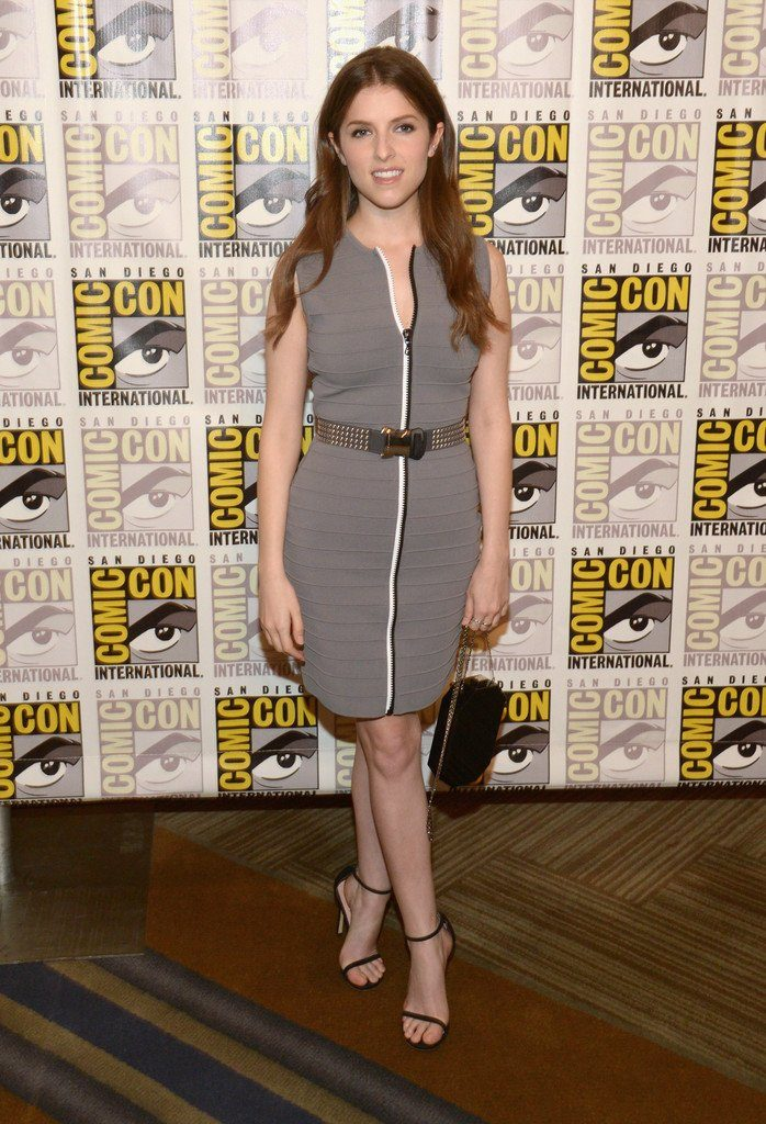 anna-kendrick-in-christopher-kane-at-trolls-press-line-during-comic-con