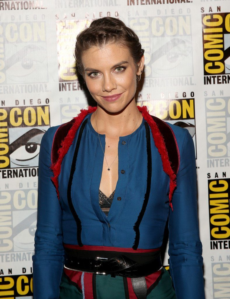 lauren-cohan-in-altuzarra-at-the-walking-dead-press-line-at-comic-con