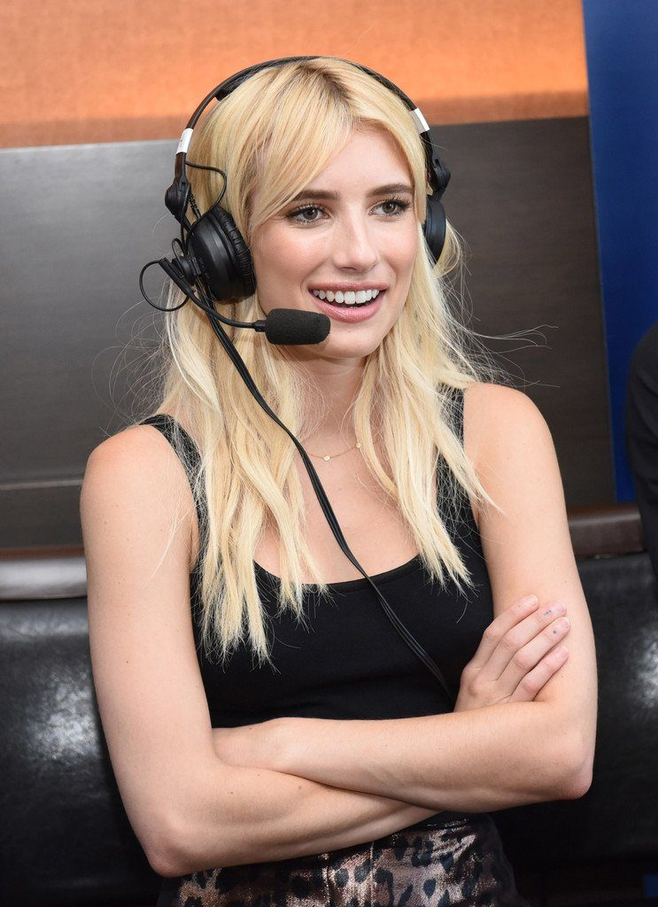 emma-roberts-in-mulberry-at-scream-queens-panel-at-comic-con