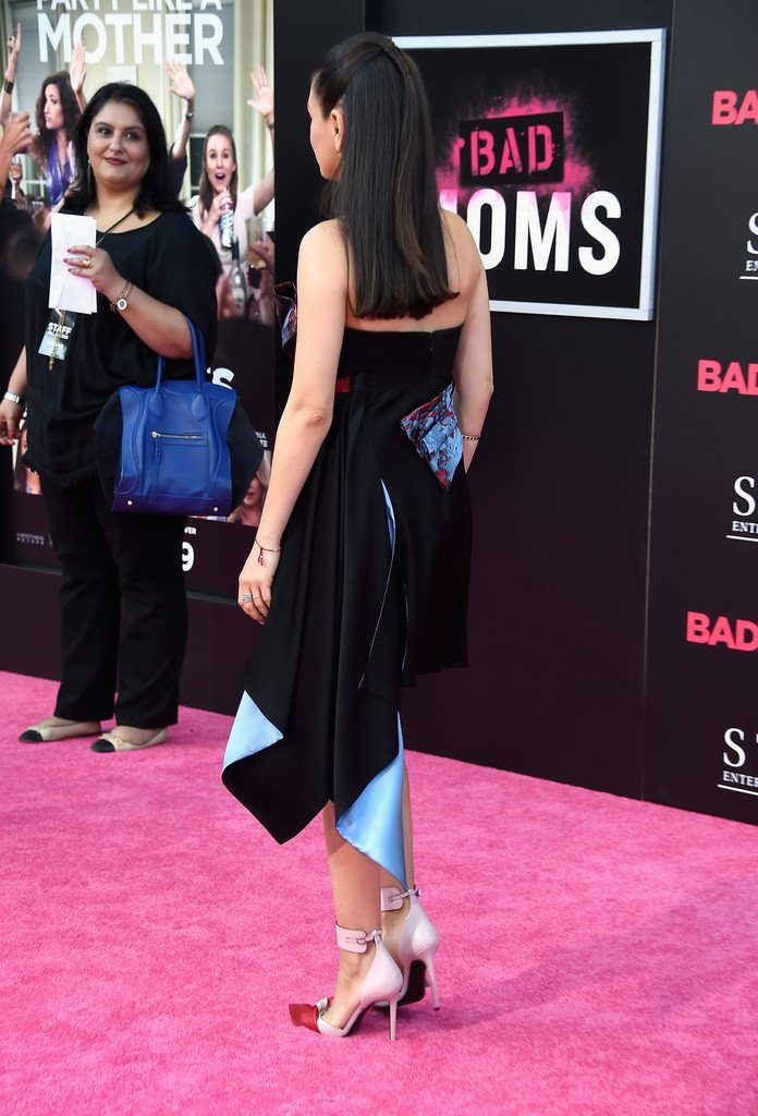 mila-kunis-in-atelier-versace-at-bad-moms-la-premiere
