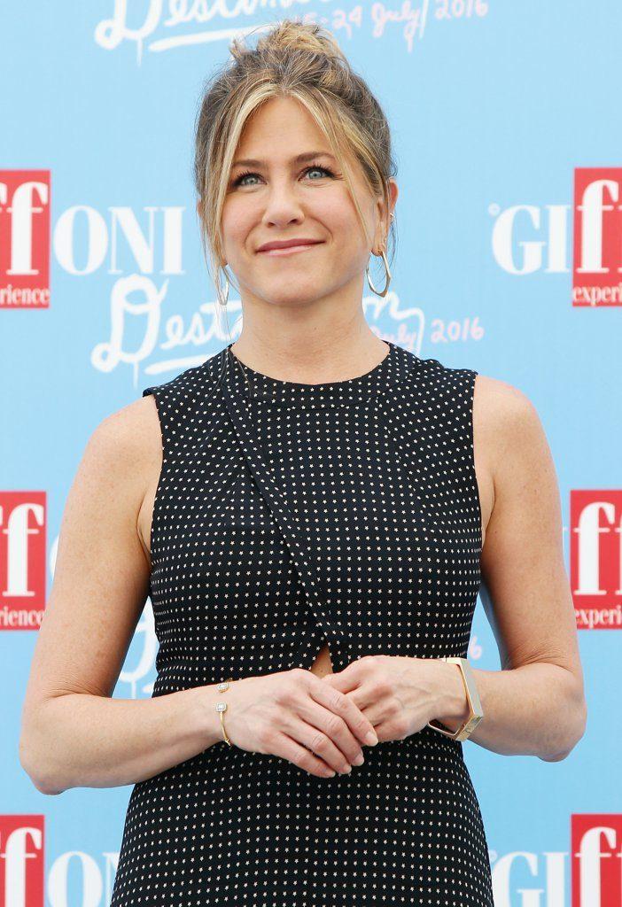 Jennifer-Aniston-Tibi-Dress-Giffoni-Film-Festival-2016-1