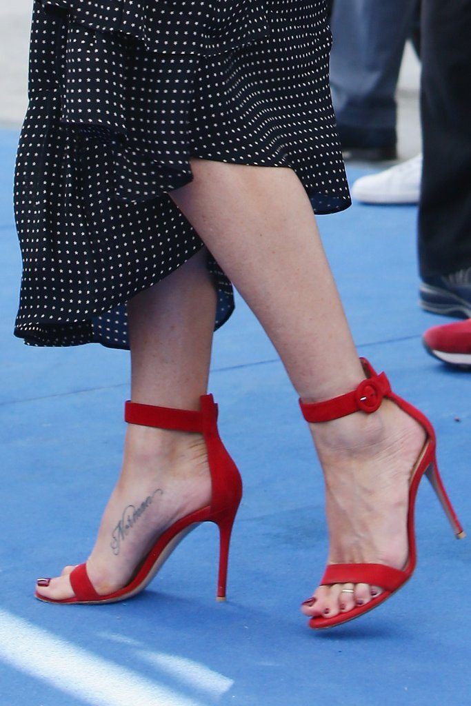 Jennifer-Aniston-Tibi-Dress-Giffoni-Film-Festival-2016-5