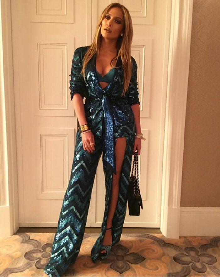 Jennifer-Lopez-Zuhair-Murad-Fall-2016-Chevron-Print-Sequin-Embellished-Pant-Suit-1-700x880