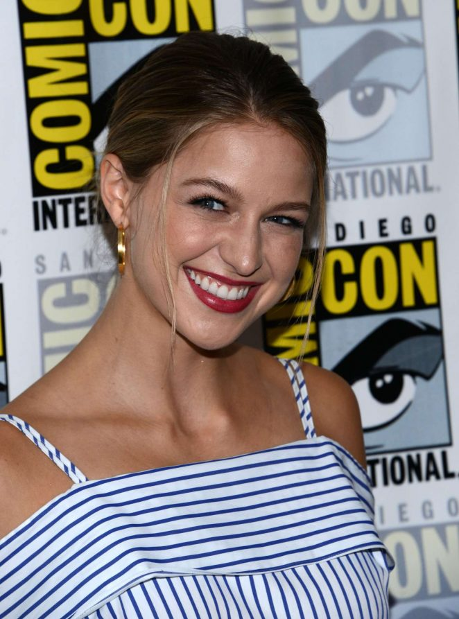 Melissa-Benoist--Supergirl-Press-Line-at-Comic-con-2016--07-662x893