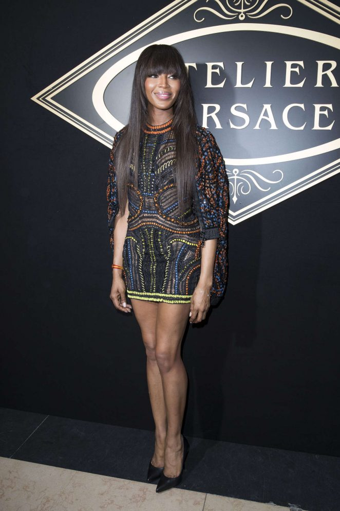 Naomi-Campbell--Atelier-Versace-Fashion-Haute-Couture-2017--01-662x993