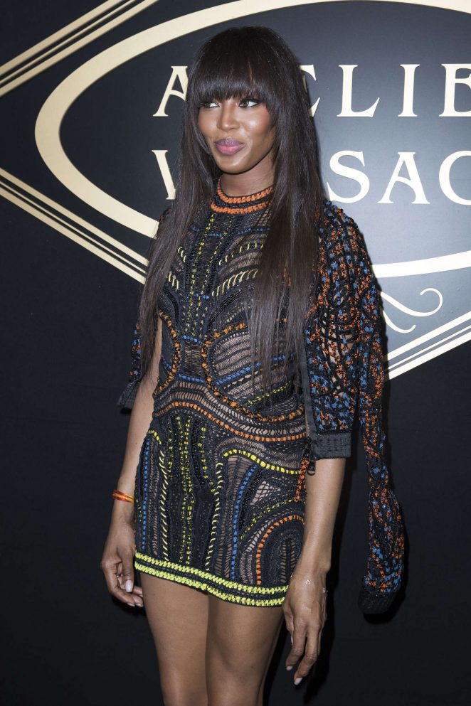 Naomi-Campbell--Atelier-Versace-Fashion-Haute-Couture-2017--03-662x993