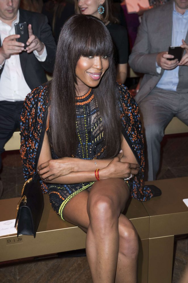 Naomi-Campbell--Atelier-Versace-Fashion-Haute-Couture-2017--08-662x993