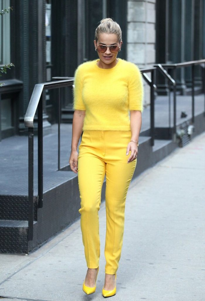 rita-ora-escada-leaving-tribeca-apartment