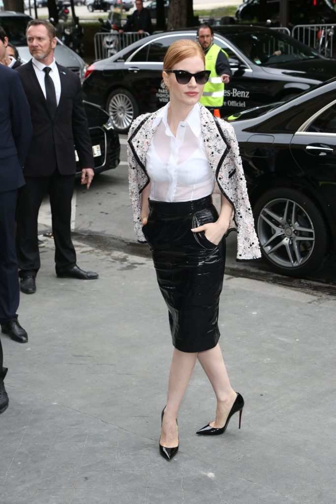 jessica-chastain-chanel-haute-couture-fall-winter-2016-2017-show-in-paris-7-5-2016-2