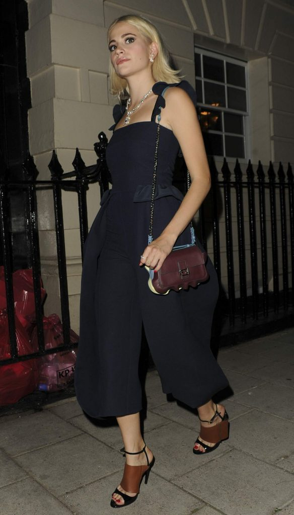 pixie-lott-seen-leaving-the-theatre-royal-haymarket-in-london_8