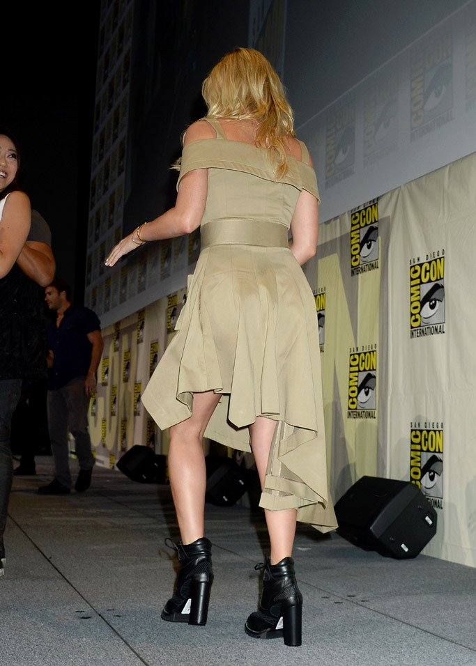 margot-robbie-in-monse-at-suicide-squard-panel-at-comic-con