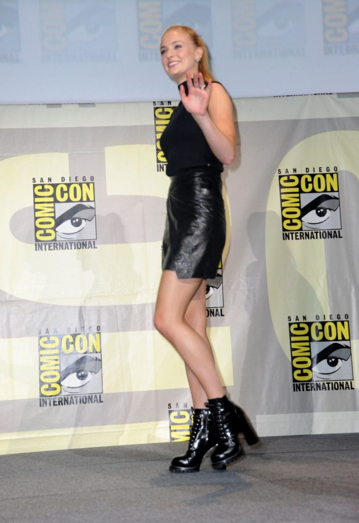 sophie-turner-at-game-of-thrones-press-line-at-comic-con-in-san-diego-07-22-2016_9