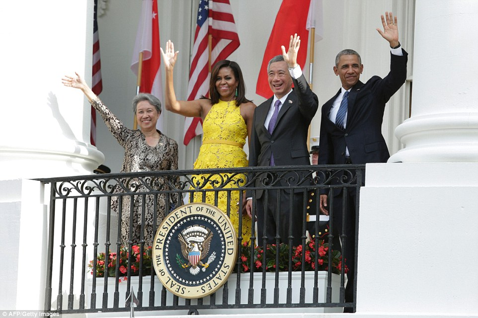 36CE790B00000578-3720584-Obama_right_First_lady_Michelle_second_left_Prime_Minister_Lee_H-a-47_1470187166333