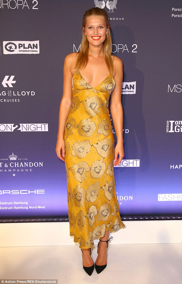 toni-garrn-in-brock-collection-at-the-fashion2night-event