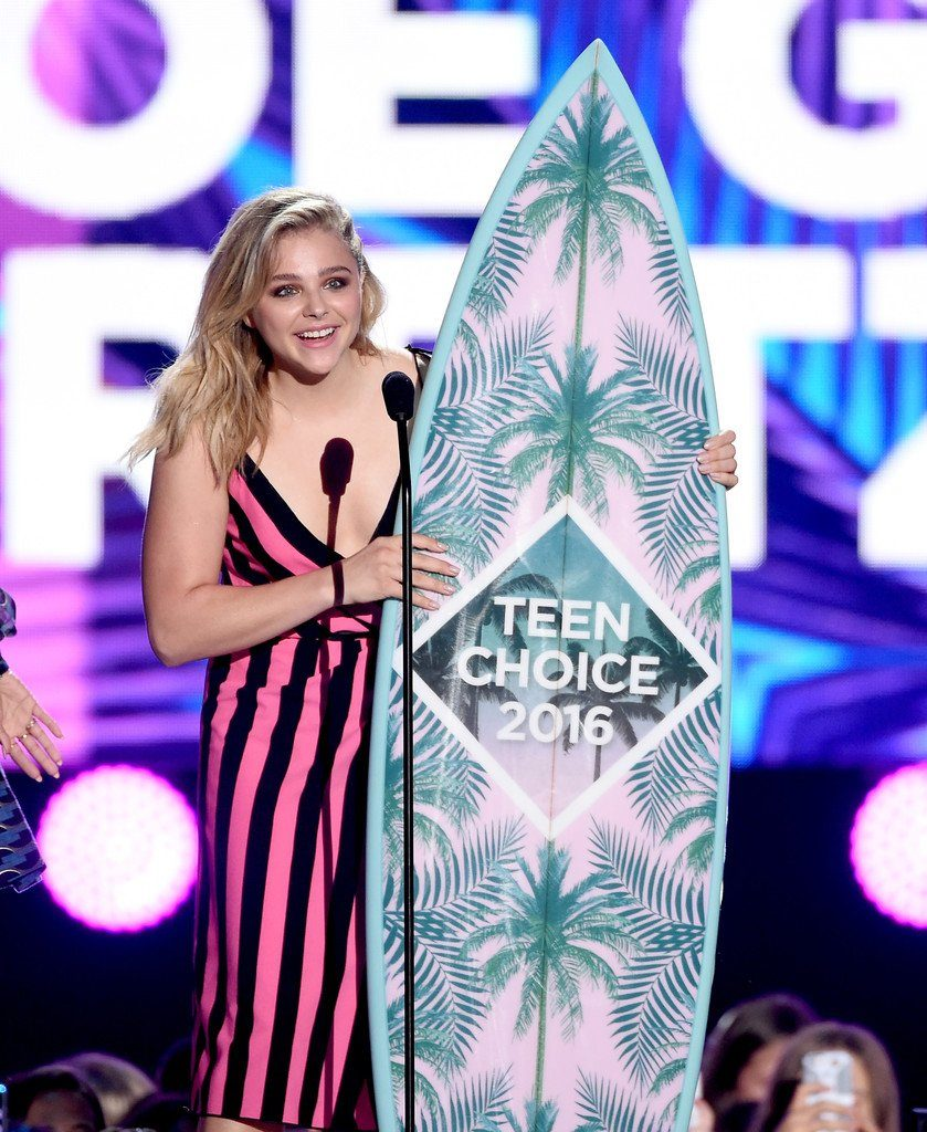 chloe-grace-moretz-marc-jacobs-2016-teen-choice-awards