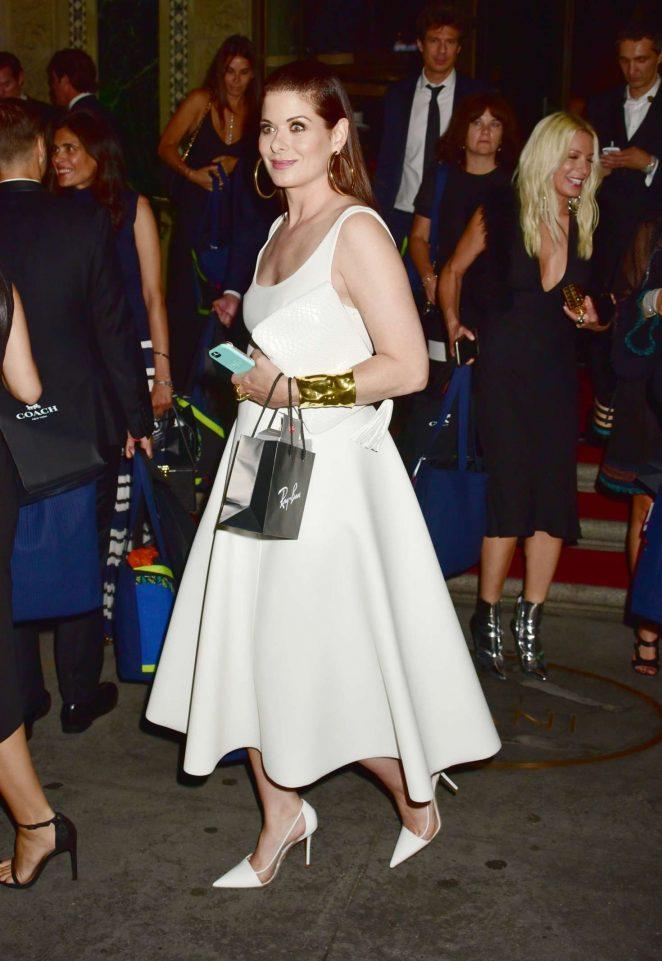Debra-Messing--2016-ACE-Awards--02-662x961