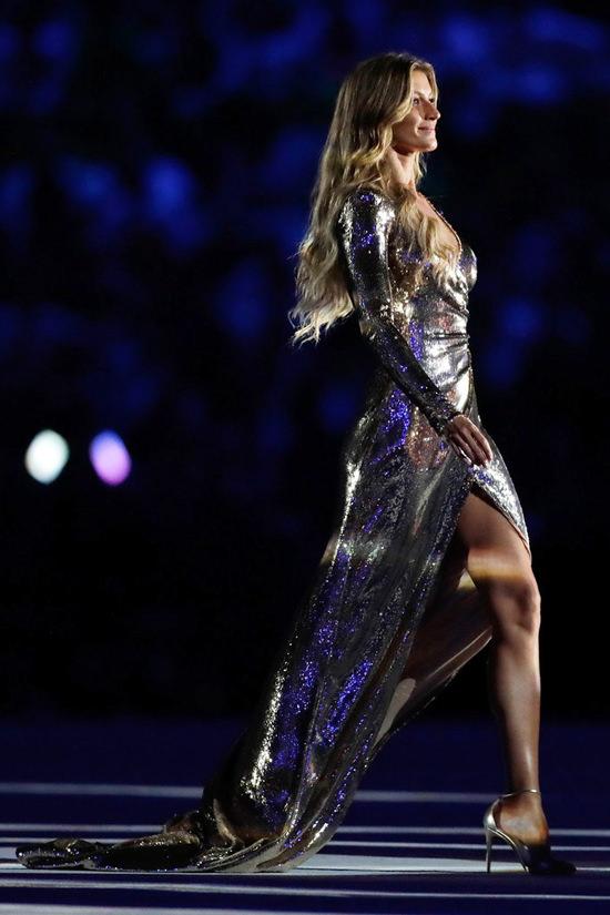 Gisele-Budchen-Rio-2016-Opening-Ceremony-Olympic-Games-Fashion-Alexandre-Herchcovitch-Tom-Lorenzo-Site-5