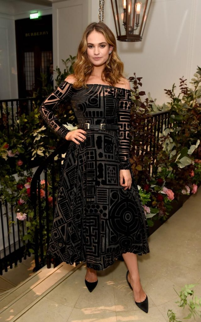 Lily_James_wearing_Burberry_at_an_event_to_celebrate_the_launch_of_My_Burberry_Black-xlarge_trans++BLexaPiOBa-lbTxCY9do8S0oBGoCUQB3_f7hjwVoIUU