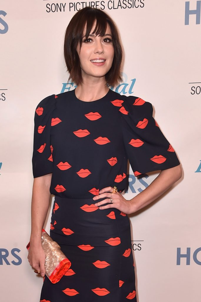 Mary-Elizabeth-Winstead-The-Hollars-Los-Angeles-Special-Presentation-Red-Carpet-Fashion