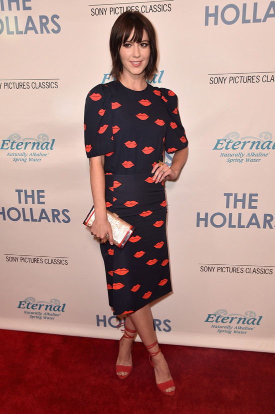 Mary-Elizabeth-Winstead-The-Hollars-Los-Angeles-Special-Presentation-Red-Carpet-Fashion-