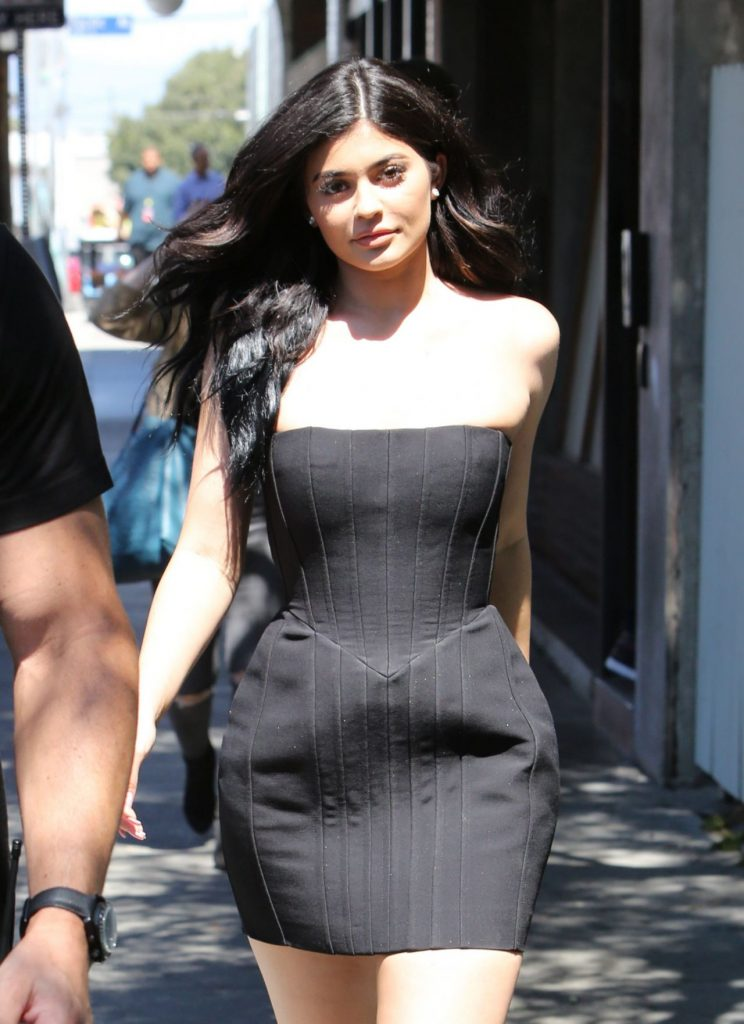 kylie-jenner-hot-in-mini-dress-at-maxfield-s-in-west-hollywood-8-17-2016-1