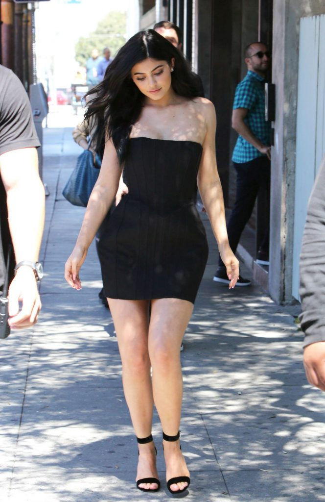 kylie-jenner-hot-in-mini-dress-at-maxfield-s-in-west-hollywood-8-17-2016-12