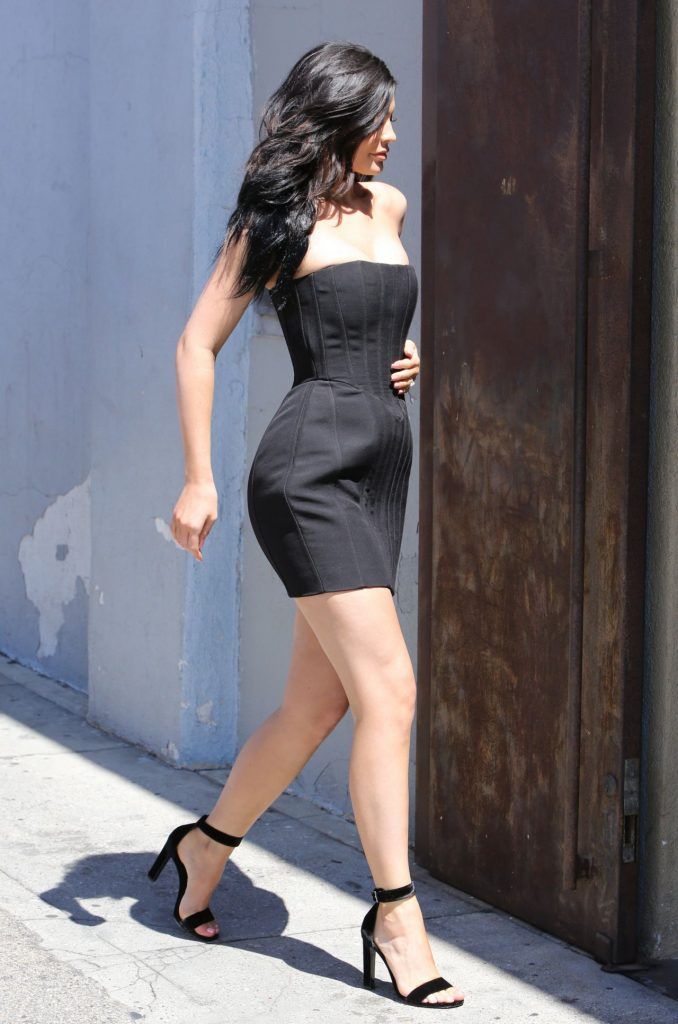 kylie-jenner-hot-in-mini-dress-at-maxfield-s-in-west-hollywood-8-17-2016-13