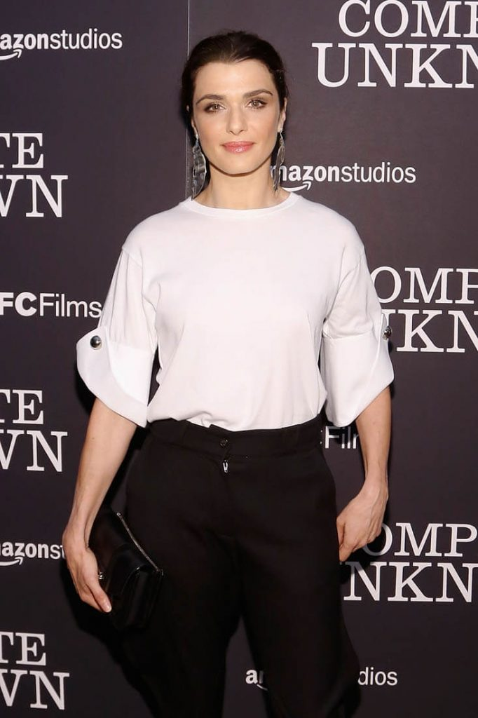rachel-weisz-pants-24aug16-01