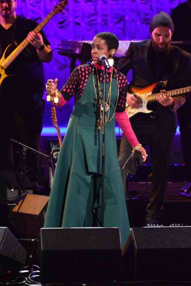 1-lauryn-hills-black-girls-rock-performance-marni-spring-2016-forest-green-jumpsuit-black-perforated-shirt-and-pink-and-brown-bangles-667x1000