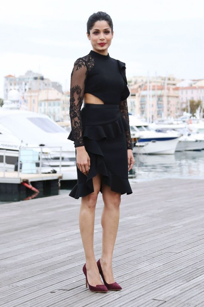 freida-pinto-in-self-portrait-at-guerrilla-photocall-in-cannes