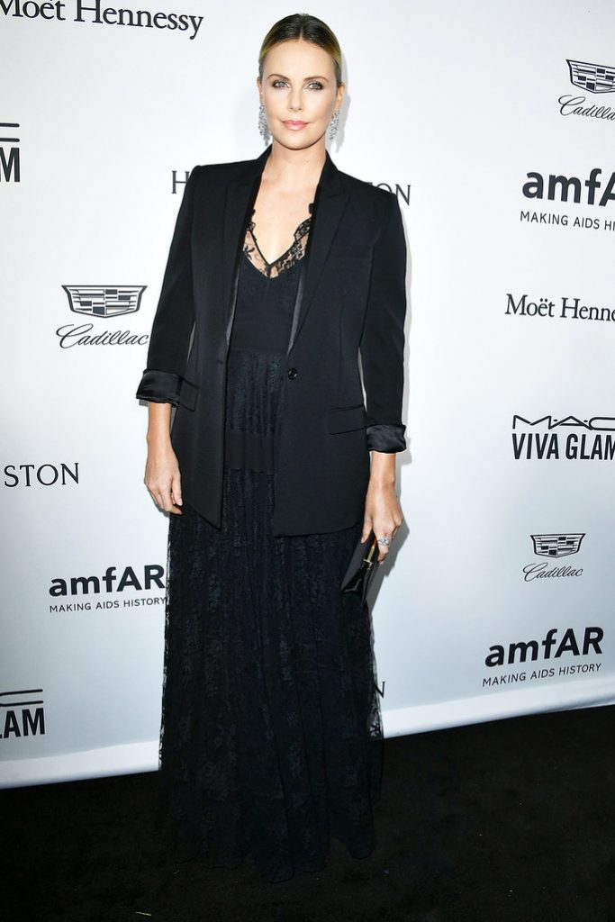 charlize-theron-in-christian-dior-at-the-2016-amfar-inspiration-gala