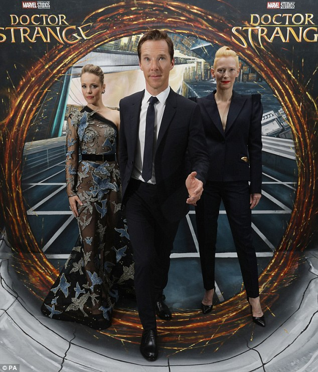 tilda-swinton-in-schiaparelli-couture-at-the-doctor-strange-london-fan-screening