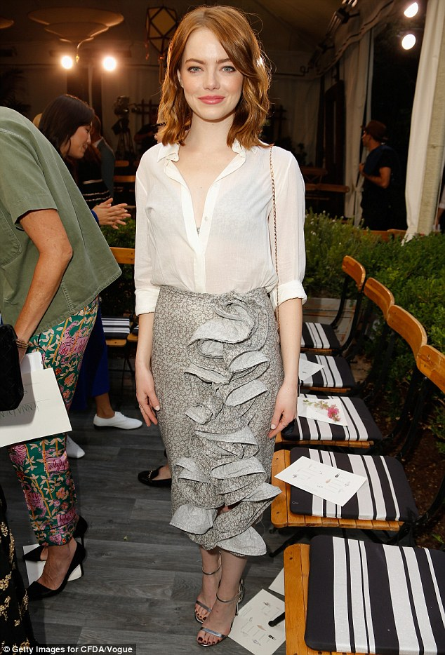 emma-stone-in-brock-collection-at-the-2016-cfda-vogue-fashion-fund-event