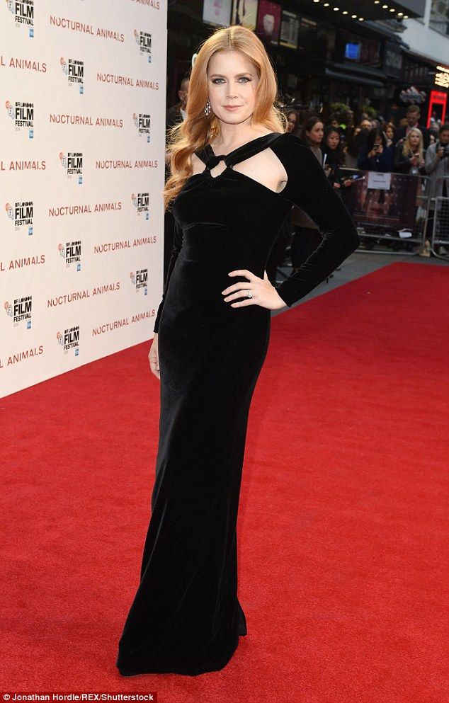 amy-adams-in-tom-ford-at-nocturnal-animals-london-film-festival-premiere