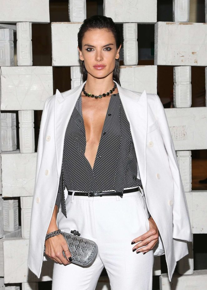 alessandra-ambrosio-hammer-museums-14th-annual-gala-in-the-garden-05-662x927