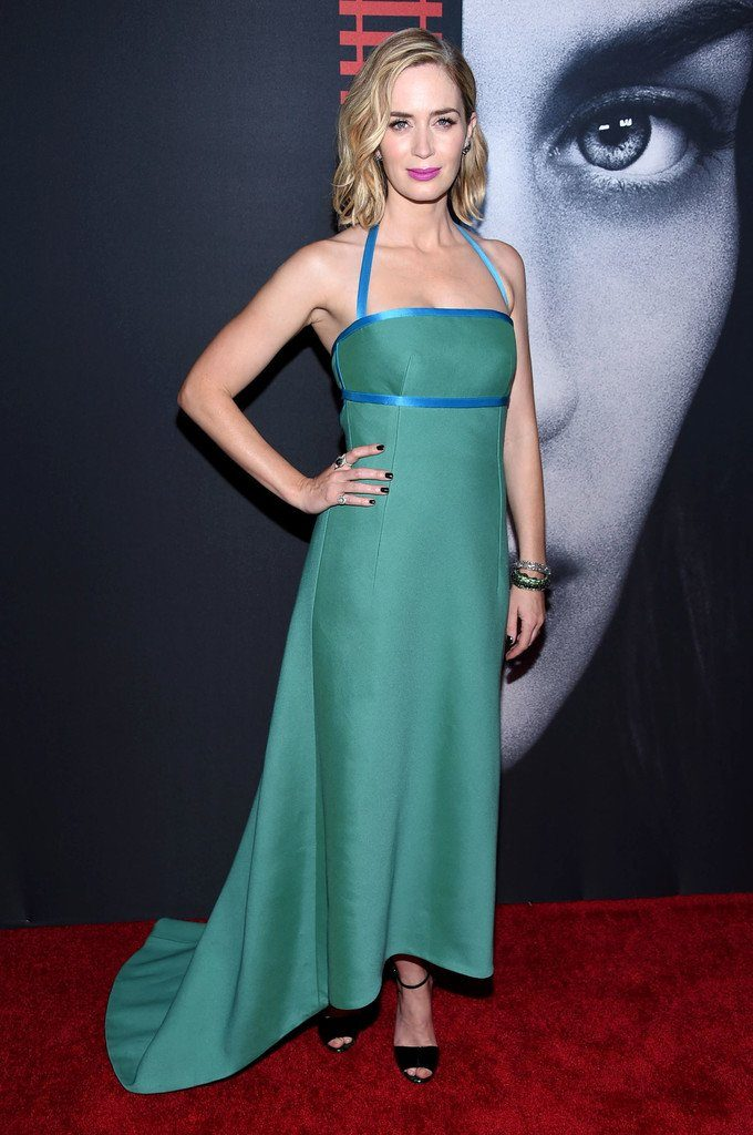 emily-blunt-in-prada-at-the-the-girl-on-the-train-new-york-premiere