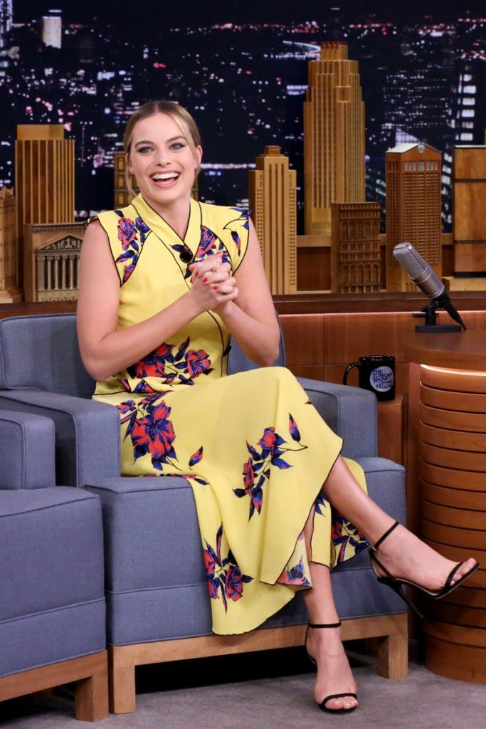 margot-robbie-in-proenza-schouler-at-he-tonight-show-starring-jimmy-fallon
