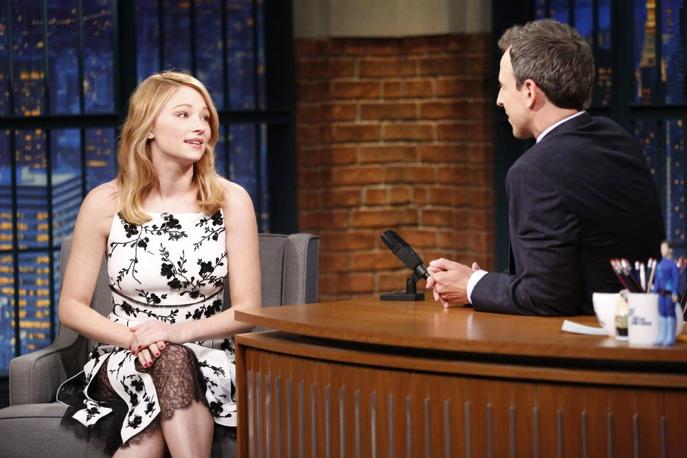 haley-bennett-in-michael-kors-at-late-night-with-seth-meyers